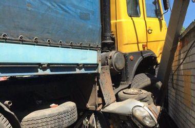 В Бахмуте столкнулись грузовик и легковушки, четыре человека пострадали