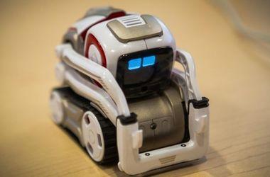 Крошечный робот Cozmo может узнавать хозяина и выражать эмоции