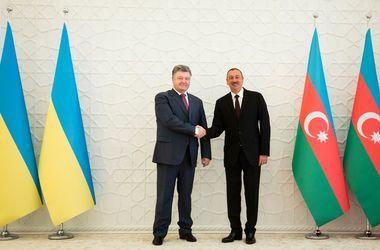 Порошенко поблагодарил Азербайжджан за твердую позицию по Крыму