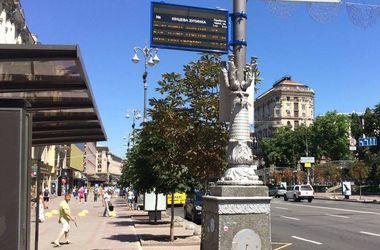 В Киеве на Троещине появилось электронное табло на остановке