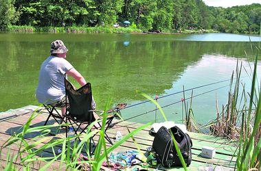 Рыбные места Днепра: в городе на приманку идет окунь, а в области — толстолоб и амур