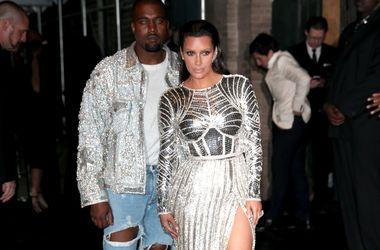 Муж Ким Кардашьян потратил почти миллион долларов на манекены голых звезд для клипа