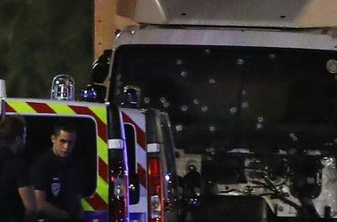 Теракт в Ницце: во врезавшемся в людей грузовике нашли оружие и гранаты