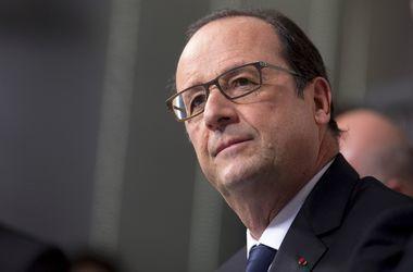Олланд решил вернуться после теракта в Париж