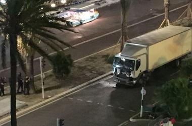 Теракт в Ницце: врезавшийся в людей грузовик проехал 2 км, прежде чем был остановлен