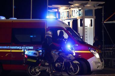 Очевидцы рассказали о десяти вооруженных боевиках, открывших огонь в Ницце