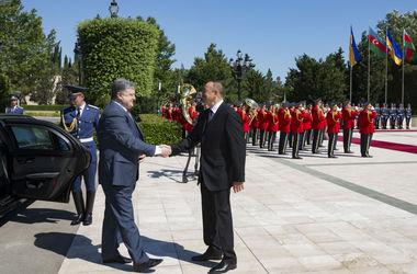Порошенко возвращается из Азербайджана в Украину не с пустыми руками