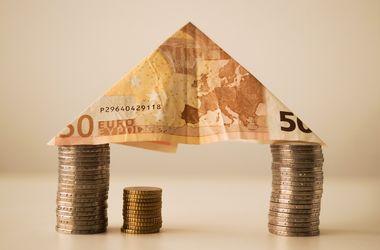В Украине взлетает евро, а доллар падает