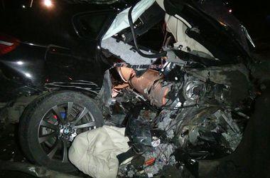 "На Прикарпатье ""БМВ"" сбил  электроопору: машину разорвало"