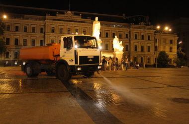 В Киеве усилили режим полива дорог из-за жары