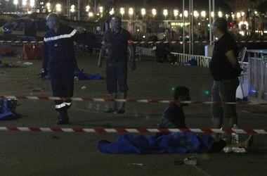 """""""В людей врезались и вокруг начал летать мусор"""": очевидцы рассказали о кровавом теракте в Ницце"""