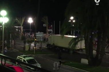 Водителя грузовика в Ницце пытался остановить герой-мотоциклист