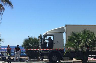 Террориста в Ницце остановила женщина-полицейский, запрыгнувшая на грузовик – очевидец