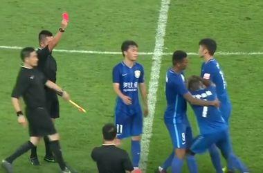 """Экс-игрок """"Челси"""" получил 4 матча дисквалификации за попытку нападения на судью в Китае"""