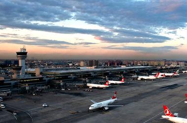 В Стамбуле военные захватили контроль над аэропортами