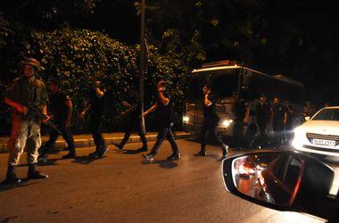Военные объявили в Турции комендантский час