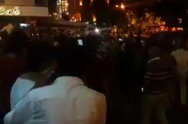 Люди выходят на улицы Стамбула и Анкары в знак протеста против переворота