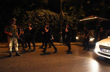 Турецкие военные захватили здание стамбульского комитета правящей партии