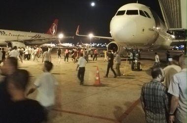 В аэропорту Стамбула слышна стрельба