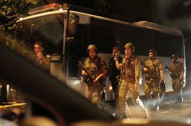 Военные открыли огонь по гражданским в здании Турецкой гостелекомпании