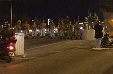 Турецкие военные открыли огонь по толпе