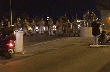 Губернатор Стамбула: попытка военного переворота в городе пресечена