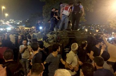 ВС Турции не поддержали переворота, спецназ проводит аресты мятежников - СМИ