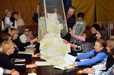 """В Украине наступил """"день тишины"""" перед довыборами в Раду"""