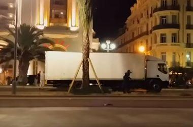 В Сети появилось еще одно видео перестрелки полиции с террористом в Ницце