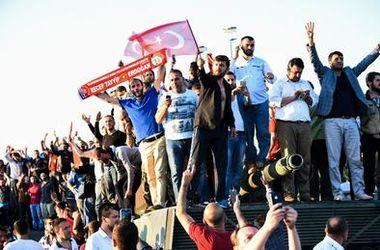 После попытки переворота в Турции начались массовые увольнения судей - СМИ