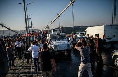 Неудавшийся переворот в Турции: реакция политиков, экспертов и соцсетей