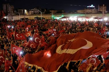 Гюлен заявляет о непричастности к путчу в Турции