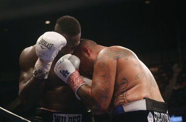Чемпион мира по версии WBC Деонтей Уайлдер победил Криса Арреолу, не дождавшись Поветкина