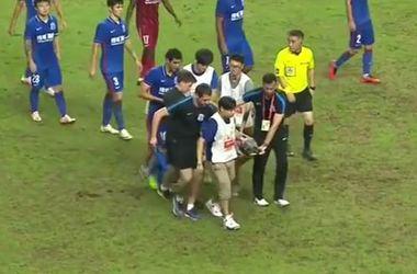 """Экс-игрок """"Челси"""" получил ужасную травму в матче чемпионата Китая"""