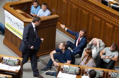 Депутаты ушли на отдых: что не приняла Рада