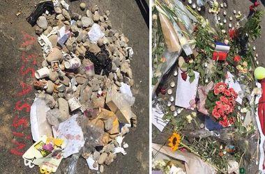 Теракт в Ницце: Цветы для погибших, мусор для террориста