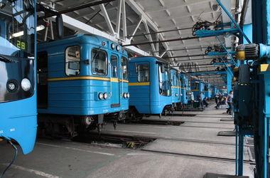 В киевском метро стали ездить реже