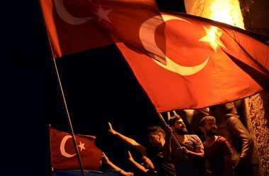 WikiLeaks опубликует 500 тысяч документов о структуре турецкой власти