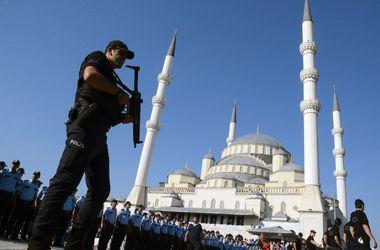 В Турции продолжают стрелять: погибли два полицейских