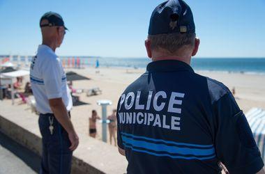 Во Франции режим чрезвычайного положения продлен на шесть месяцев