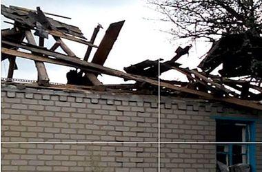 Во время обстрела боевиками Зайцево в жилой дом попала мина