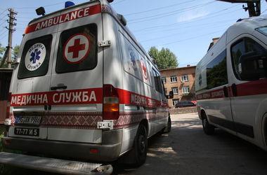 В Киеве парень ударил продавца ножом в шею и ограбил