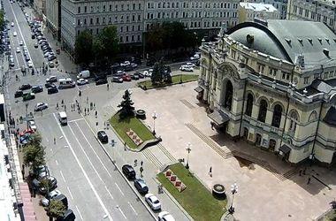 В Киеве ищут взрывчатку в двух банках