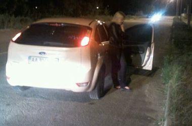 В Киеве полицейские поймали пьяную блондинку за рулем авто