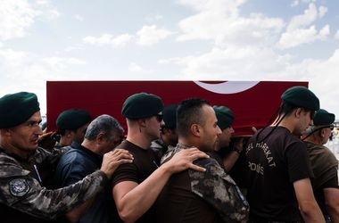 В Турции число задержанных после мятежа превысило 13 тысяч человек