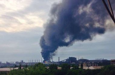В оккупированном боевиками Алчевске - масштабный пожар: город накрыло дымом