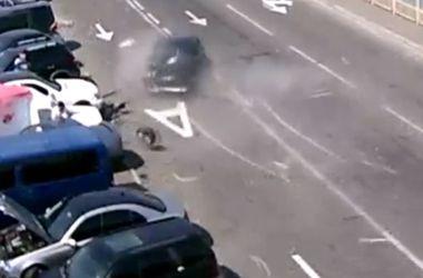 """ДТП В Киеве: Peugeot устроил """"автошоу"""" на Троещине"""