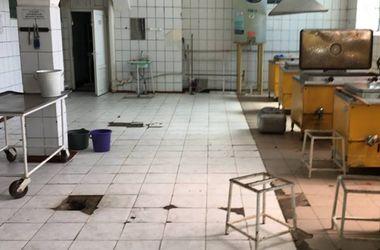 Антисанитария и испорченные продукты: Полторак посетил столовую воинской части