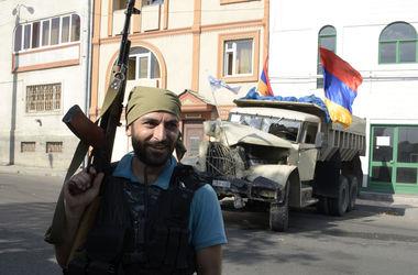 Захватившие здание отделения МВД в Ереване сожгли полицейскую