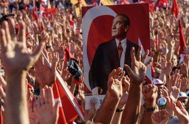 В Турции прошел многотысячный митинг в поддержку демократии и Эрдогана